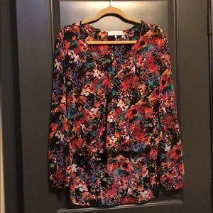 🌸Long sleeved hi-lo floral blouse
